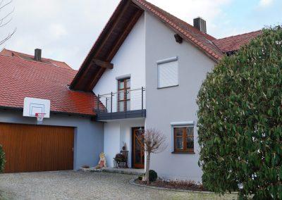 Moderner, Zweifarbiger Fassadenanstrich